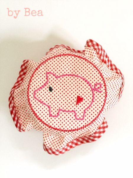 Süsse Haube mit Schweinchen by Bea