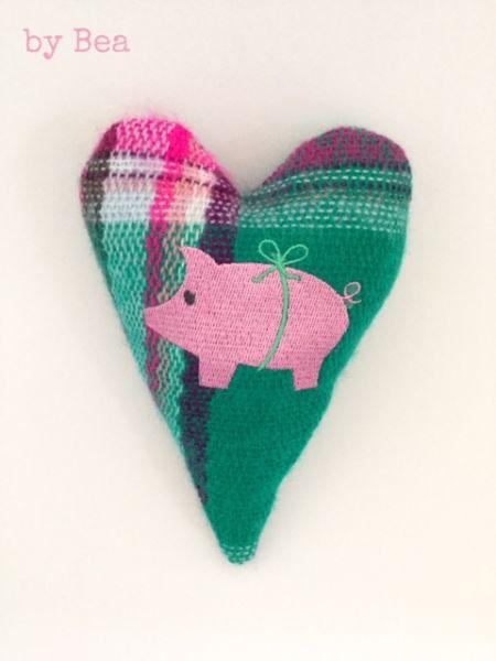 kleines Deko-Herz mit Schweinchen by Bea