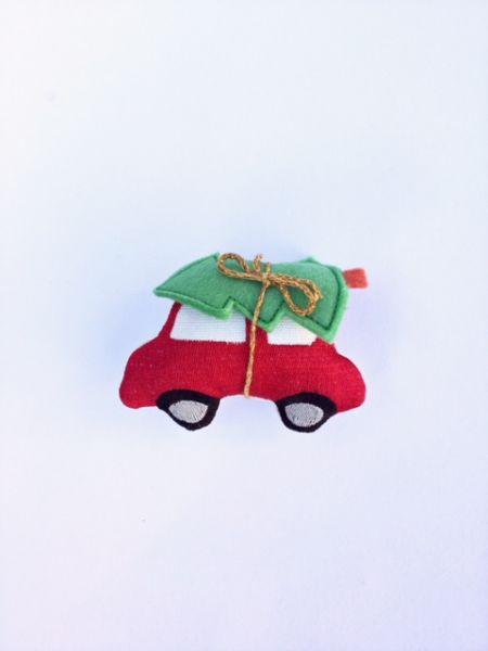 Deko-Auto ( rot) mit Tannenbaum