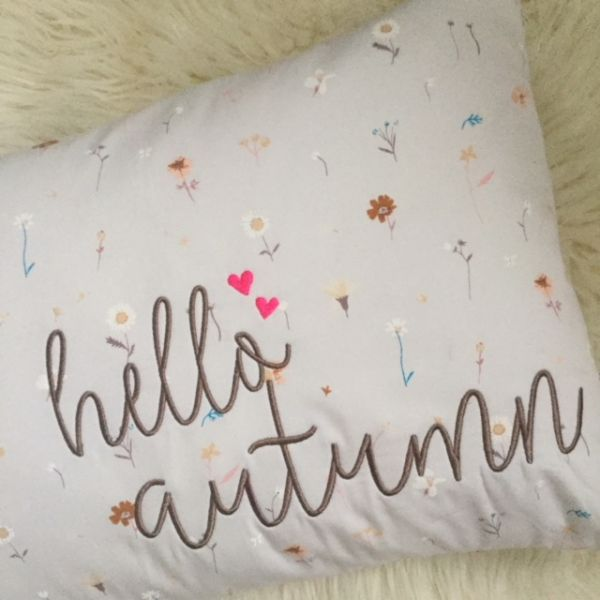 Kissen - Hello Autumn - hell grau Blumenstoff